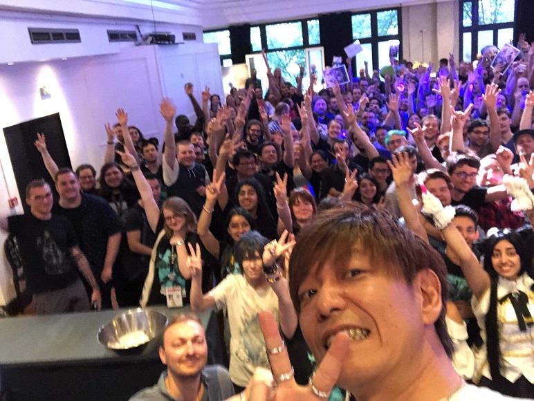 https://fr.finalfantasyxiv.com/pr/blog/blog_image/Yoshida-selfie.jpeg